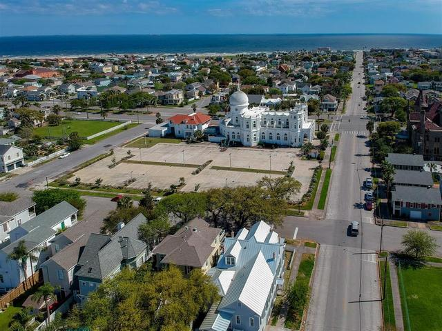 1324 Sealy Avenue Galveston, TX 77550