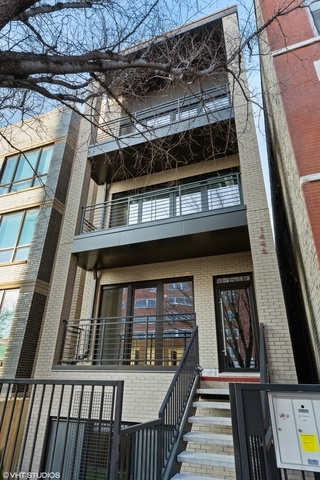 1446 West Chestnut Street, Unit 2 Chicago, IL 60642