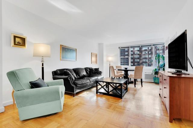 30 West 60th Street, Unit 4G Image #1