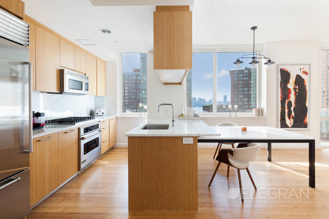 300 North End Avenue, Unit 18D Image #1