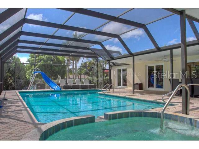 5519 Azure Way Sarasota, FL 34242