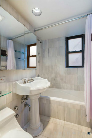 210 East 47th Street, Unit 6H Image #1