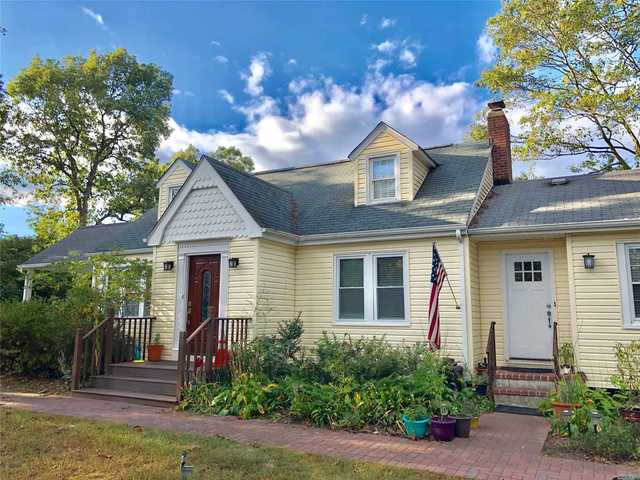 279 Woodlawn Avenue St. James, NY 11780