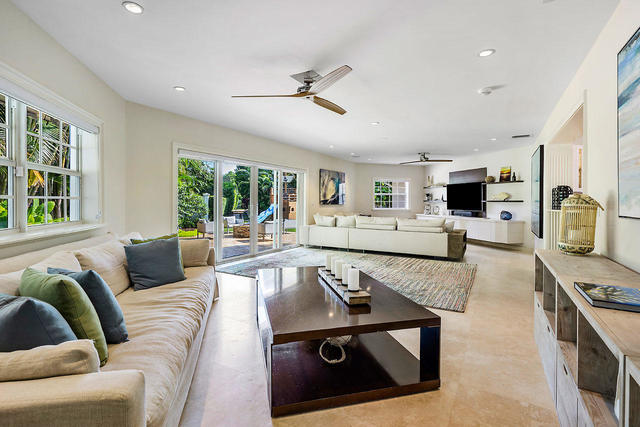 1137 Vista Del Mar Drive North Delray Beach, FL 33483