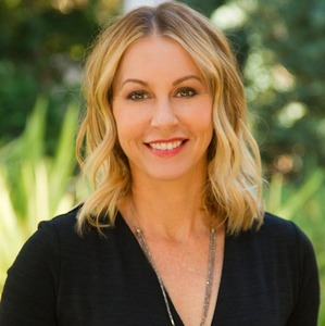 Sara Reichling,                     Agent in Los Angeles - Compass