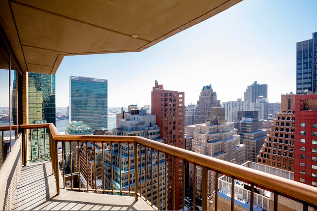 245 East 44th Street, Unit 21B Image #1