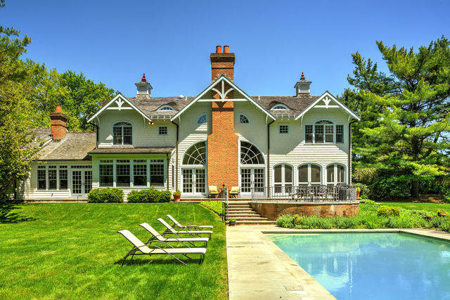 1 Carriage Court East Hampton, NY 11937