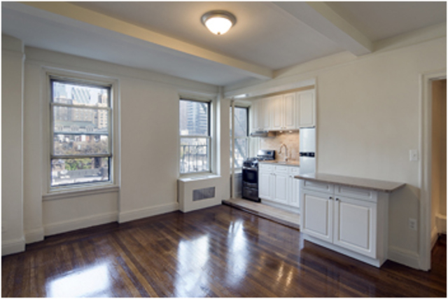 325 West 45th Street, Unit 819 Image #1