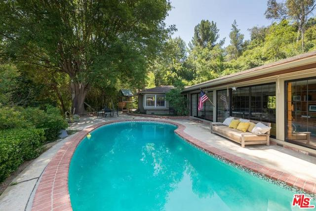 3525 Mound View Avenue Studio City, CA 91604