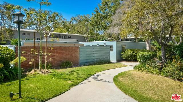5262 Village Green Los Angeles, CA 90016