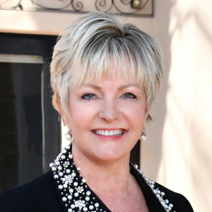 Candis Kolb, Agent in San Diego - Compass