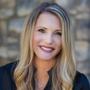 Jen Reynolds,                     Agent in San Diego - Compass