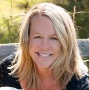 Kim Davis,                       Agent in Denver - Compass
