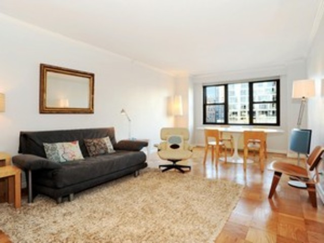 111 East 85th Street, Unit 17E Image #1