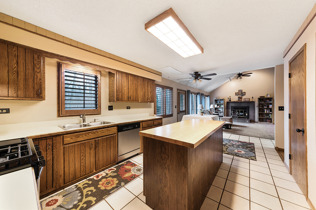 410 Hiawatha Trail Wood Dale, IL 60191