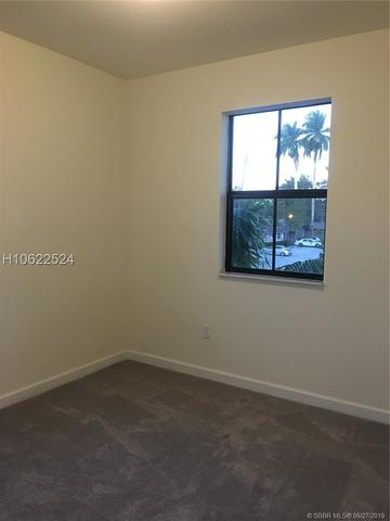 4985 Kobus Terrace, Unit 4985 Davie, FL 33314