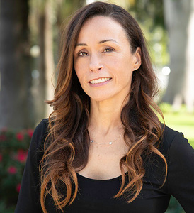 Stefany Gonzalez,                       Agent in Los Angeles - Compass