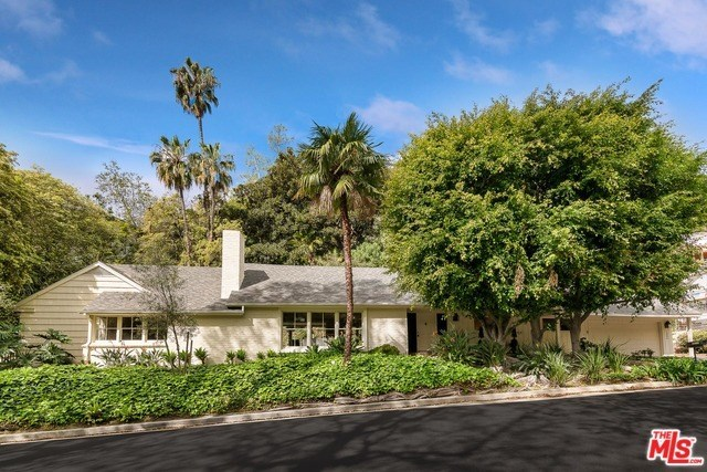 10886 Chalon Road Los Angeles, CA 90077