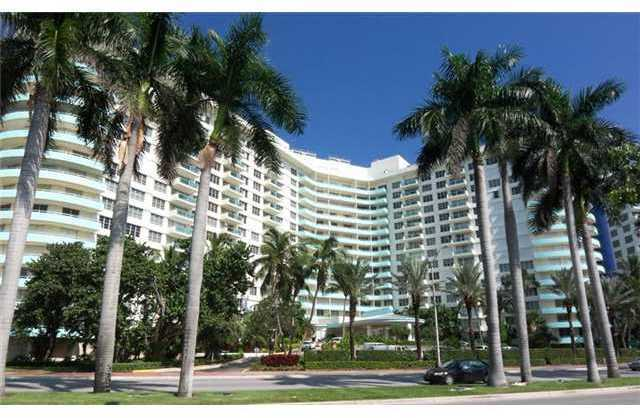 5161 Collins Avenue, Unit 310 Image #1