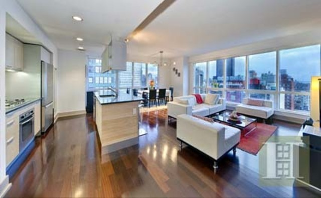 350 West 42nd Street, Unit 33G Image #1