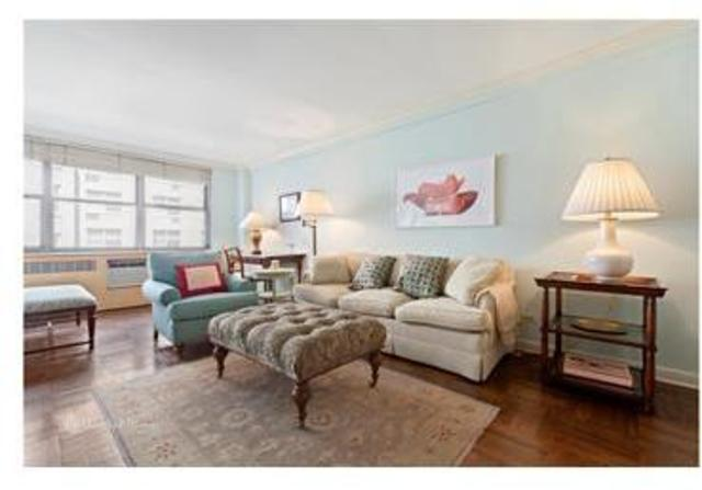 310 East 70th Street, Unit 4G Image #1