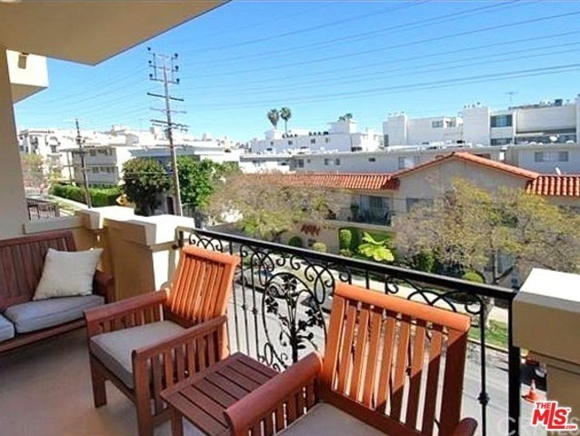 11848 Kiowa Avenue, Unit PH1 Los Angeles, CA 90049