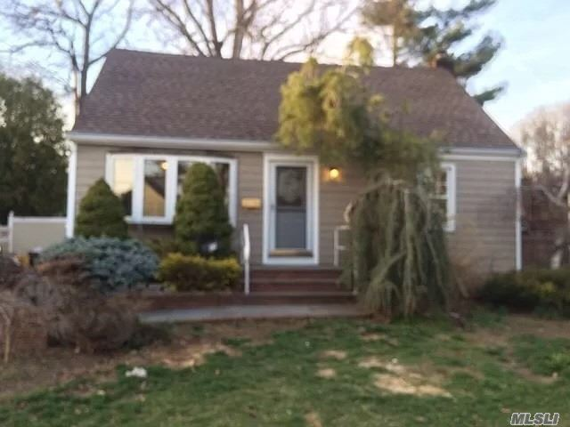 89 New Hampshire Avenue Massapequa, NY 11758