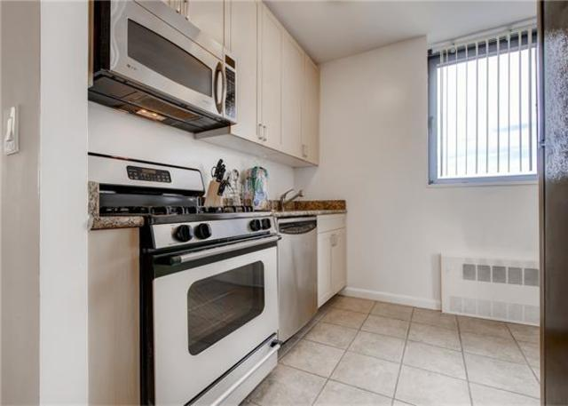 235 West 48th Street, Unit 42J Image #1