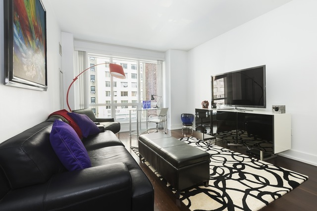 350 West 42nd Street, Unit 5F Image #1