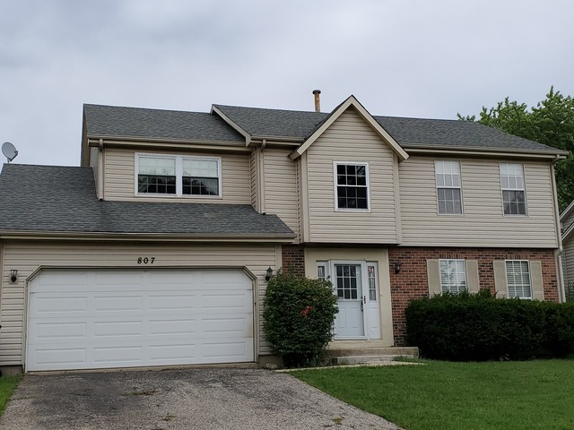 807 Thunderbird Trail Carol Stream, IL 60188