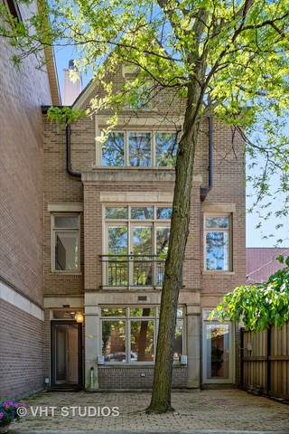 2734 North Janssen Avenue, Unit A Chicago, IL 60614