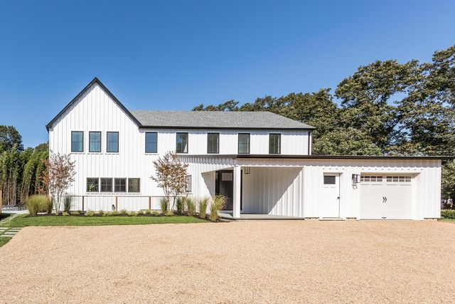 24 School Street East Hampton, NY 11937