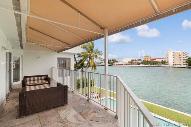7711 Beachview Drive North Bay Village, FL 33141