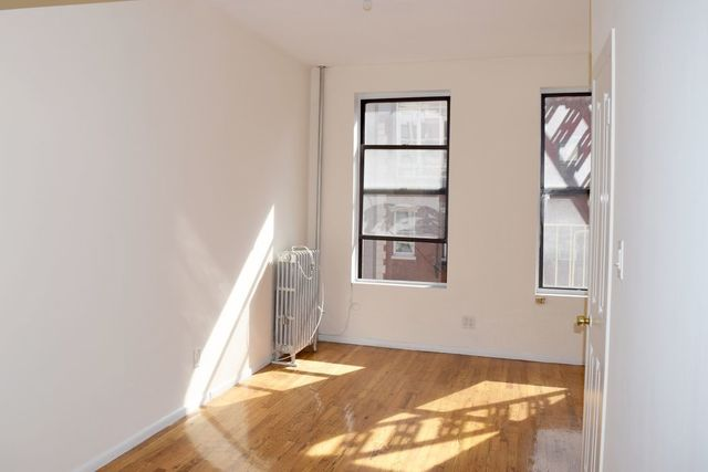 239 West 20th Street, Unit 14 Image #1