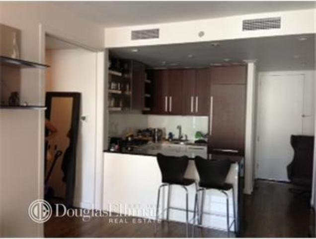 133 West 22nd Street, Unit 8G Image #1