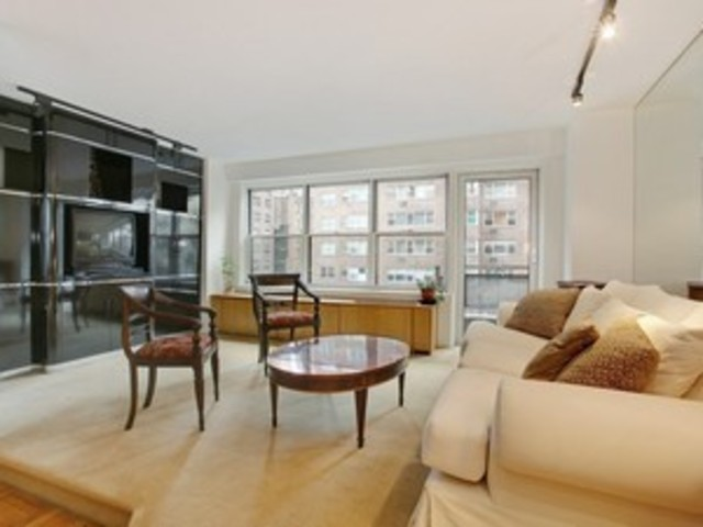 300 East 71st Street, Unit 4J Image #1