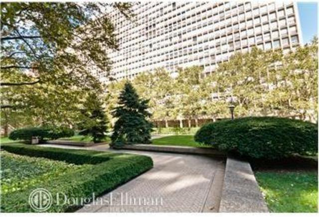 300 East 33rd Street, Unit 2E Image #1