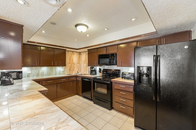 9815 Lawrence Court, Unit 3AF Schiller Park, IL 60176