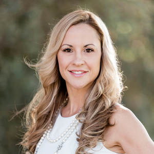 Lisa Diaz,                       Agent in Los Angeles - Compass