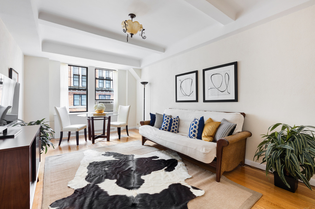 23 West 73rd Street, Unit 806B Image #1