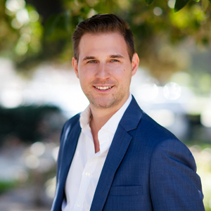 Andrew Grushevskiy, Agent in Los Angeles - Compass