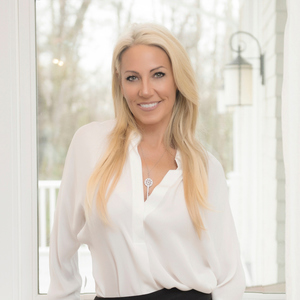 Wendy Fox,                     Agent in Greater Boston - Compass