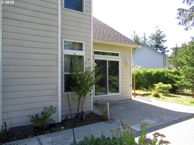 2465 Willow Loop Florence, OR 97439