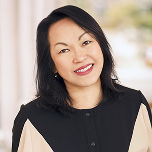 Carolina Chia,                       Agent in NYC - Compass