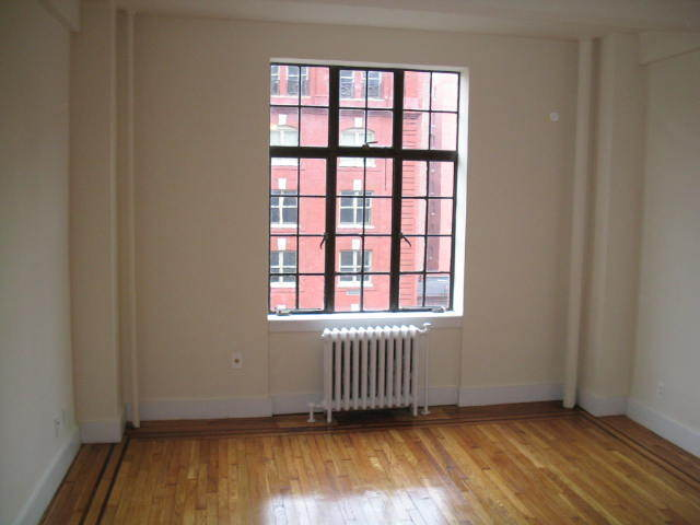 208 West 23rd Street, Unit 903 Image #1