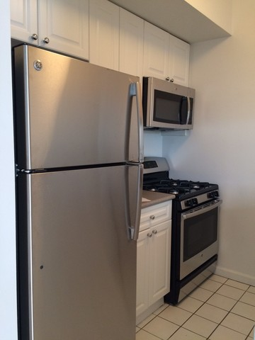 75 West Street, Unit 17D Image #1
