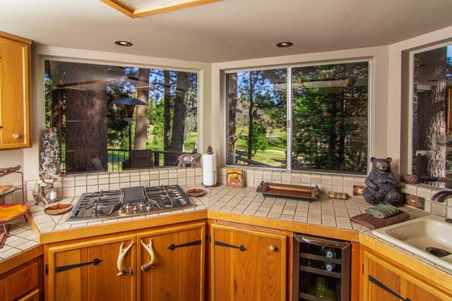 195 North Fairway Drive Lake Arrowhead, CA 92352