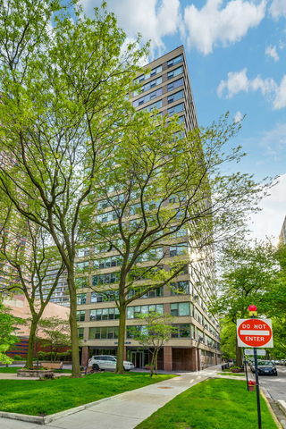 2970 North Lake Shore Drive, Unit 6D Chicago, IL 60657
