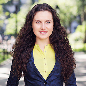 Anna Makarova,                     Agent in NYC - Compass