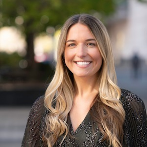 Tori Gwin,                     Agent in Chicago - Compass